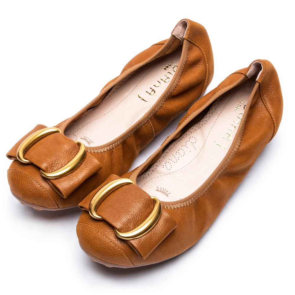 DIANA雙C金屬釦真皮平底鞋-漫步雲端厚切焦糖美人款-焦糖