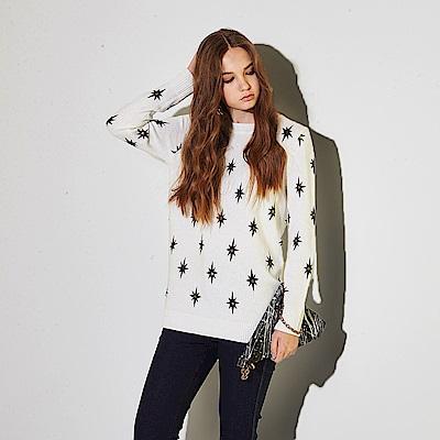 ICHE 衣哲 暖時尚兔絨針織毛衣印花長版造型上衣(兩色)-白