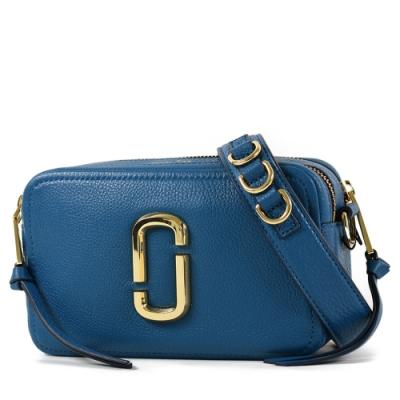 MARC JACOBS 專櫃款 雙J金屬LOGO雙層拉鍊寬背帶相機包-牛津藍