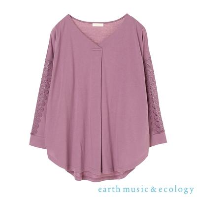 earth music 特色鏤空蕾絲袖拼接V領上衣