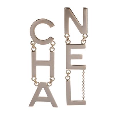 CHANEL 香奈兒大字母LOGO墜飾穿式耳環(金)