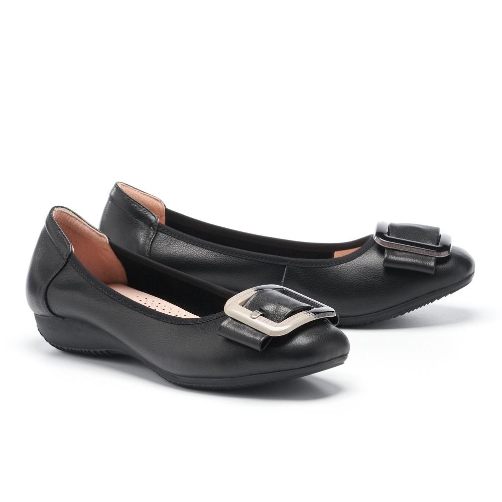 低跟鞋 MELROSE 簡約時尚繫帶飾釦全真皮方頭楔型低跟鞋-黑