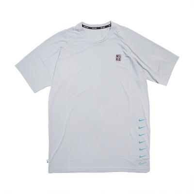 Nike T恤 Multi Swoosh Top 圓領 男款 防曬 運動休閒 基本款 穿搭推薦 灰 黑 NESSB653079
