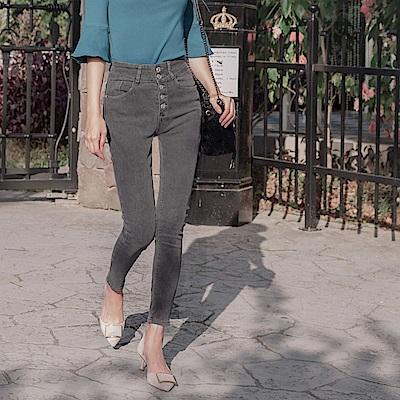 高腰彈力收腹質感排釦修身牛仔褲-OB大尺碼