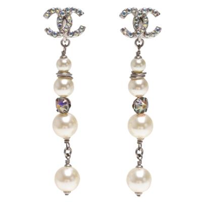CHANEL 經典CC LOGO白水鑽鑲飾珍珠墜飾夾式耳環(銀)