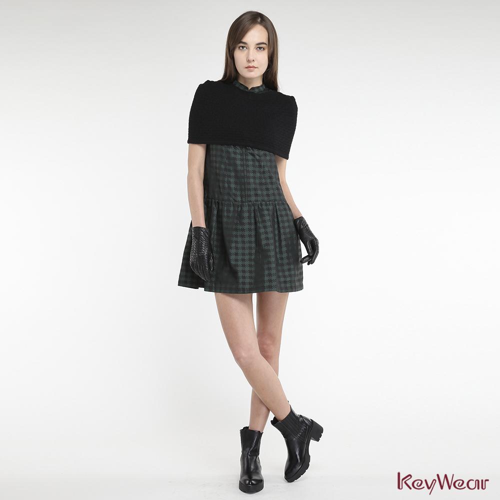 KeyWear奇威名品    創意連帽立體織紋小斗蓬-黑色