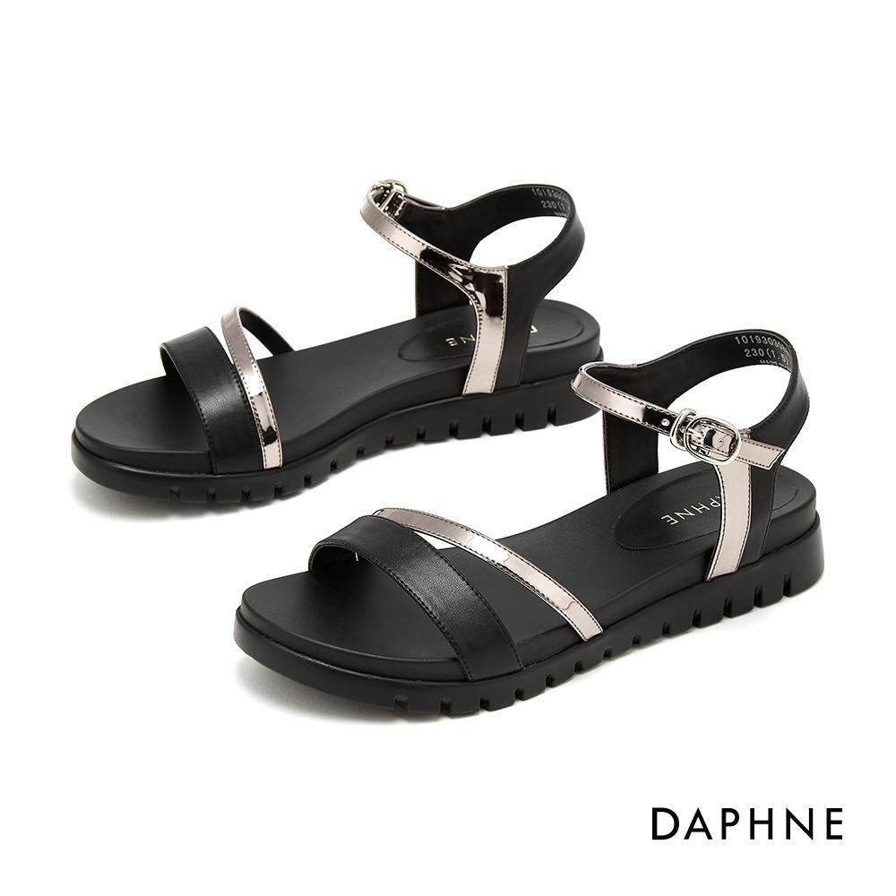 達芙妮DAPHNE 涼鞋-撞色鏤空一字帶休閒涼鞋-黑色