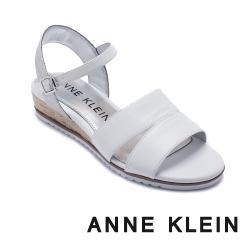 ANNE KLEIN-NADINA 簡約輕鬆 寬帶後繫交叉帶草編楔型涼鞋-白色