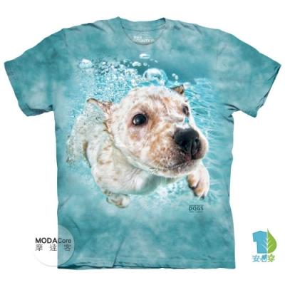 摩達客-美國The Mountain 水中拉布拉多獵犬牧羊犬混血 純棉環保短袖T恤