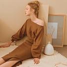 AIR SPACE LADY 慵懶風側開衩長袖針織洋裝(咖啡)