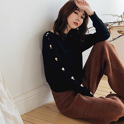 IREAL 不對稱釦飾純色柔感針織衫