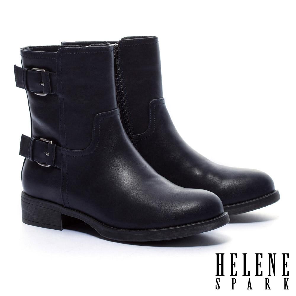 短靴 HELENE SPARK 經典率性俐落金屬釦繫帶粗跟短靴-藍