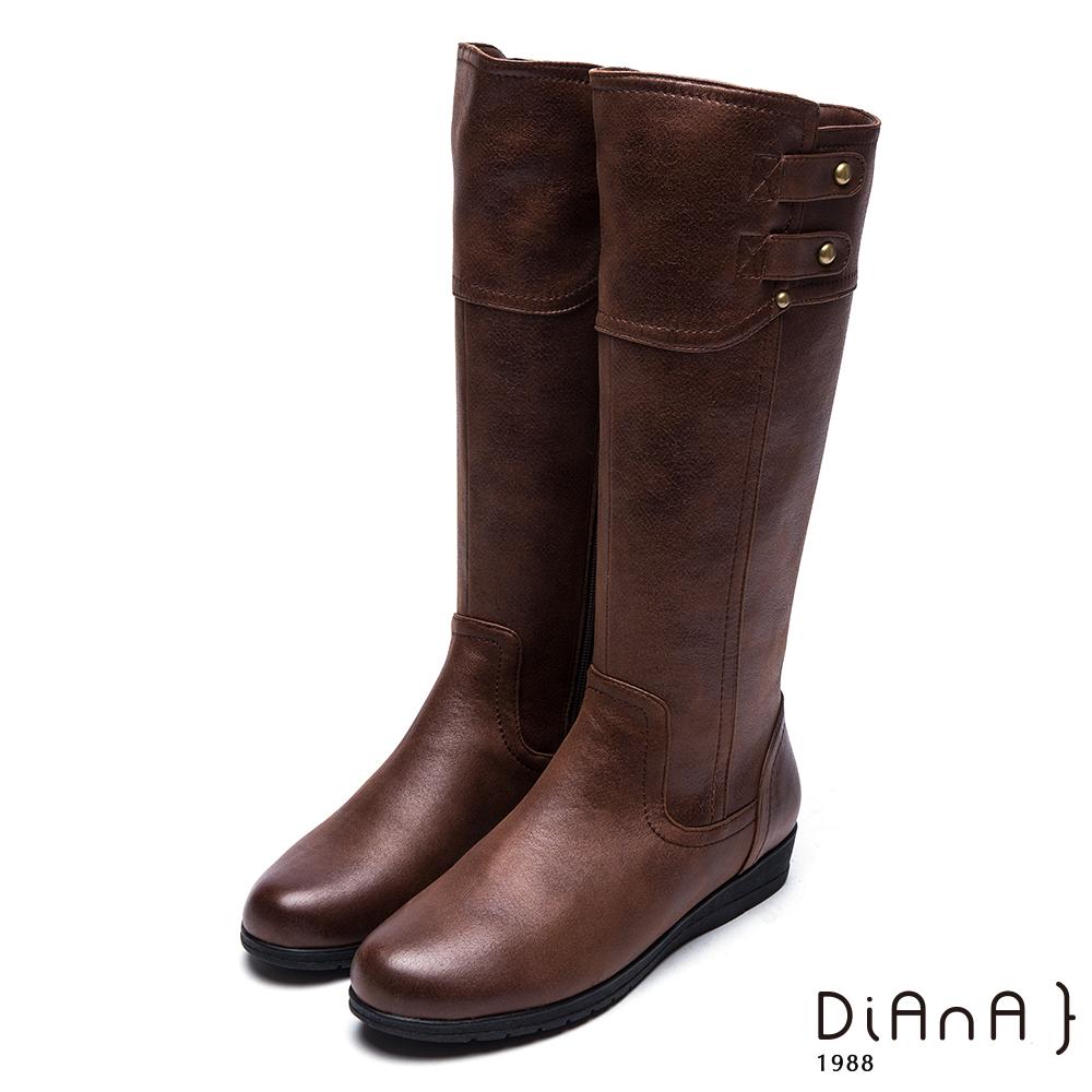 DIANA 獨俱焦點--剪裁拼接造型鉚釘釦牛紋厚底工程靴-棕