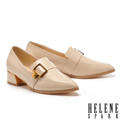 低跟鞋 HELENE SPARK 紳士雅痞方型針釦皮帶尖頭粗低跟鞋-米