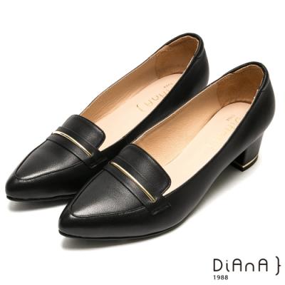 DIANA光澤金屬釦細緻羊皮尖頭粗跟高跟鞋-摩登時尚-黑
