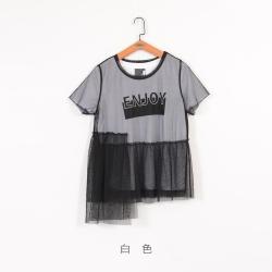 gozo ENJOY字母印花網紗外罩兩件式上衣(白色)