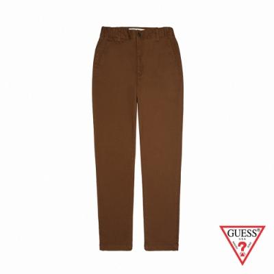 GUESS-男裝-基本素色直筒休閒長褲-棕