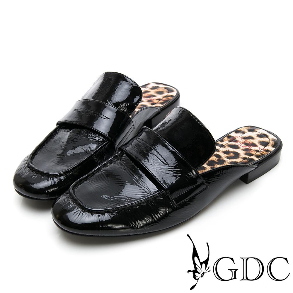 GDC-歐美漆皮大牌氣勢豹紋底素面平底樂福張菲拖鞋-黑色