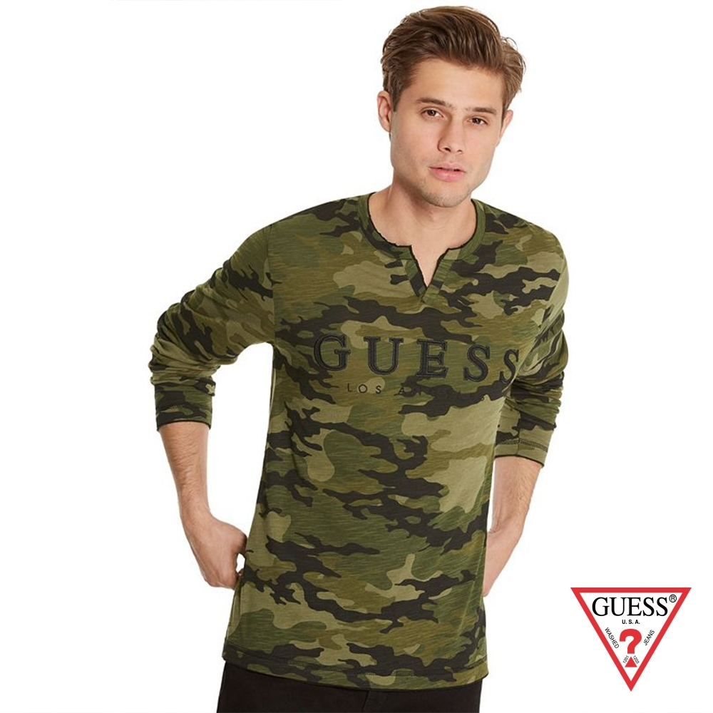 GUESS-男裝-迷彩V領長袖上衣-綠 原價2490