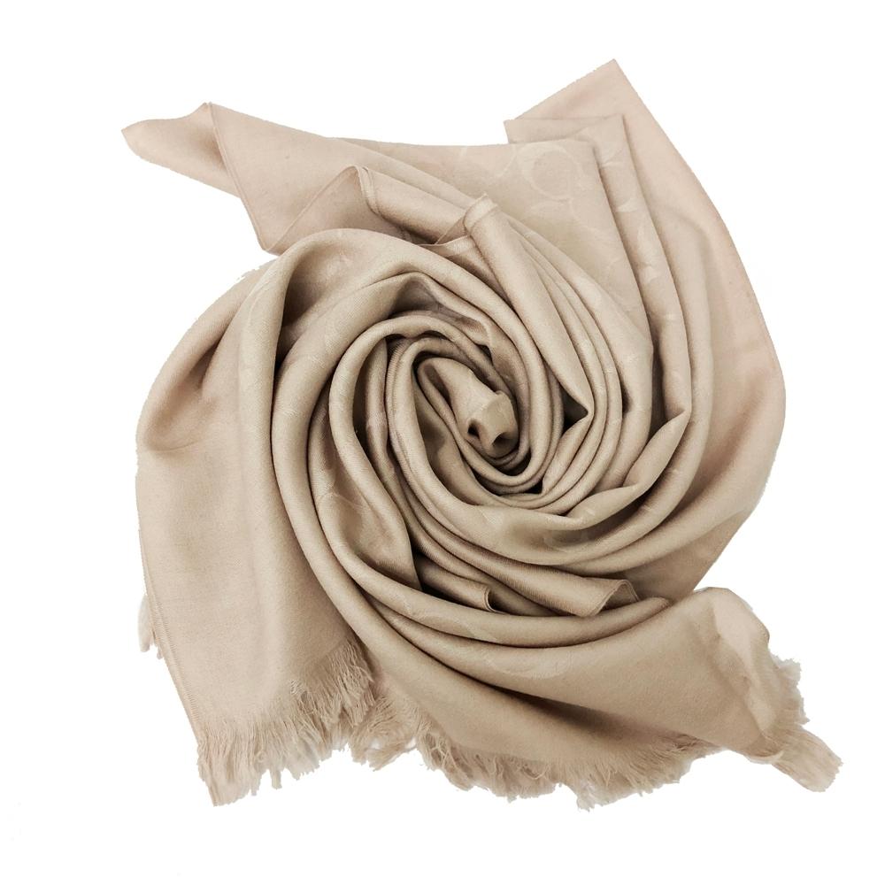 COACH 經典C LOGO羊毛混莫代爾絲巾圍巾(絲光卡其)