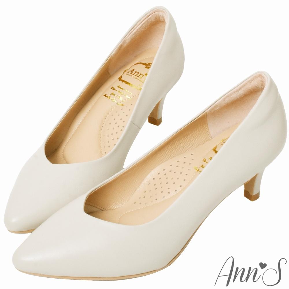 Ann'S舒適療癒系低跟版-V型美腿綿羊皮尖頭跟鞋-米白(版型偏小)