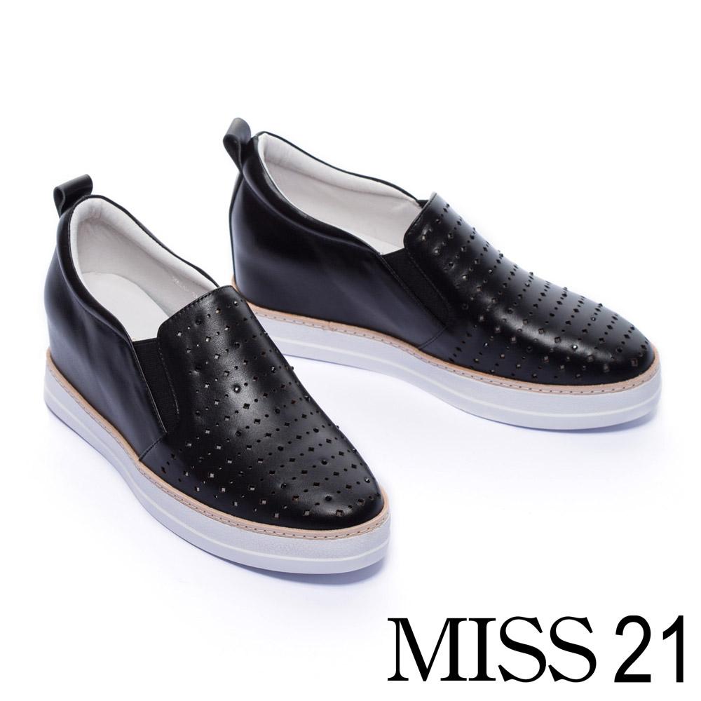 休閒鞋 MISS 21 閃耀水鑽激光沖孔全真皮內增高休閒鞋-黑