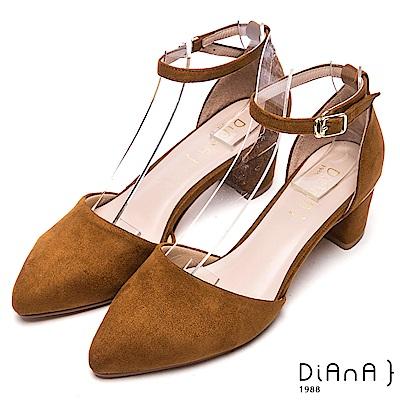 DIANA魅力典雅—進口羊絨布環踝繫帶尖頭跟鞋-棕