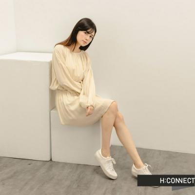 H:CONNECT 韓國品牌 女裝 -質感打摺縮腰短洋裝-卡其色