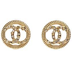 CHANEL 經典鏤空CC LOGO圓形滾邊珍珠水鑽交錯鑲嵌造型穿式耳環(金)