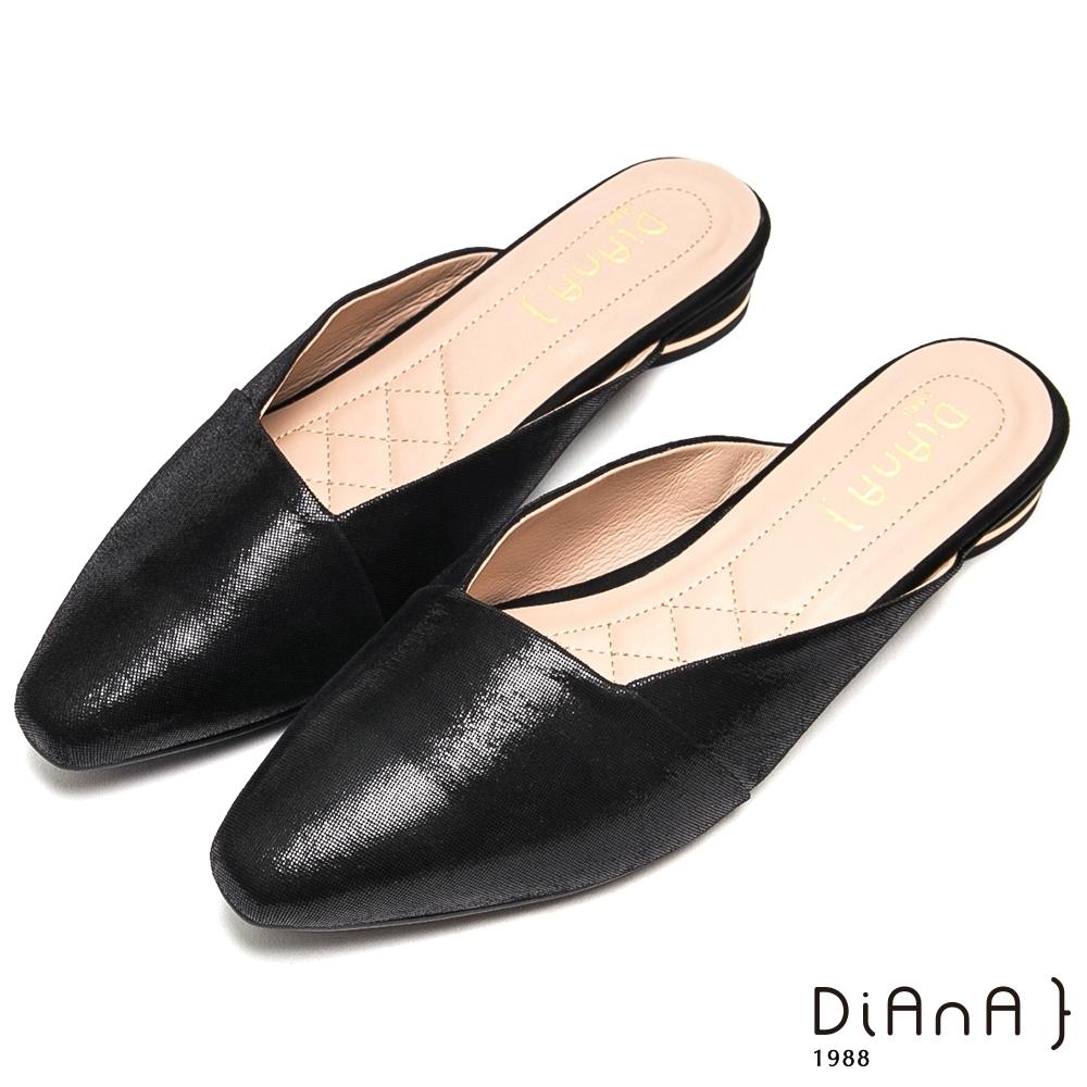DIANA 知性優雅壓紋方口真羊皮穆勒鞋-極簡時尚-黑