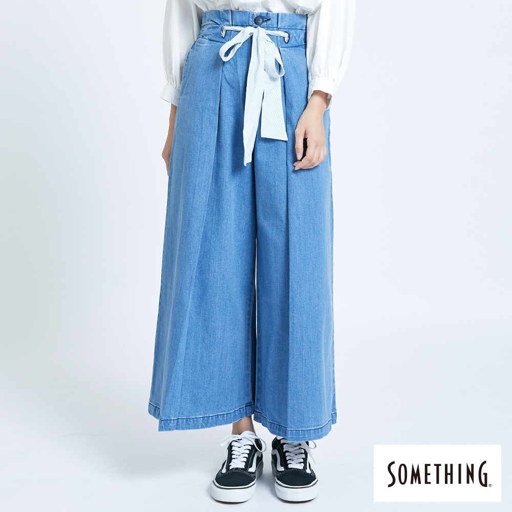 SOMETHING 繫帶打摺 牛仔寬褲-女-拔洗藍