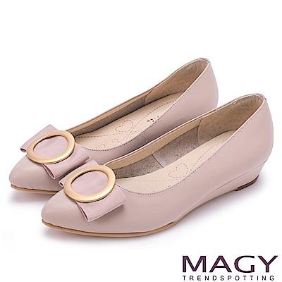 MAGY 氣質首選 造型圓釦牛皮楔型跟鞋-粉紅