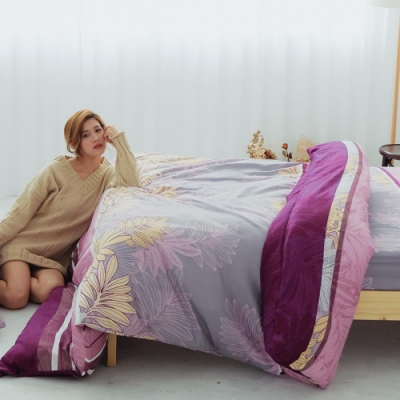 Adorar 雙人加大四件式雲絲絨兩用被床包組(青伴紫綴)