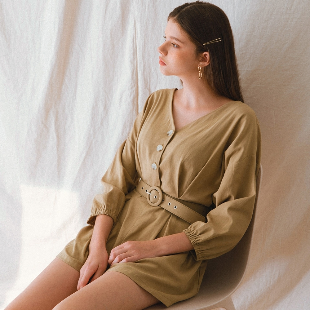 AIR SPACE LADY V領排釦束口長袖連身褲(附腰帶)(卡其)