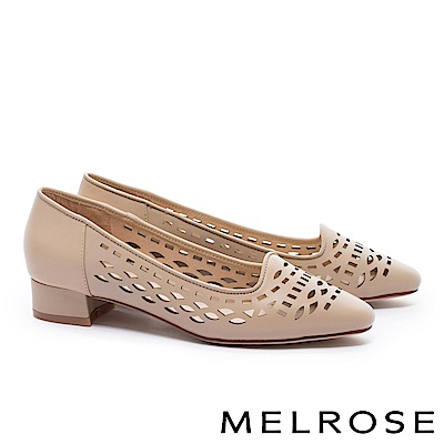 低跟鞋 MELROSE 百搭質感幾何沖孔羊皮尖頭粗低跟鞋-米