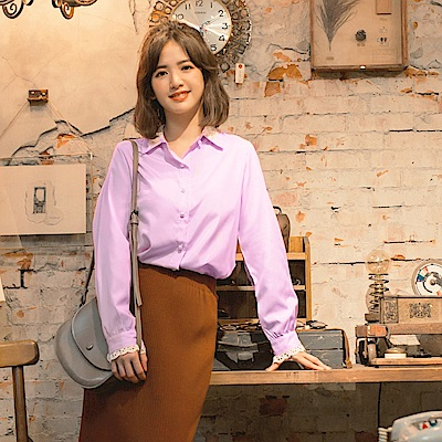 iMODA STAR-臧芮軒。直條紋拼接鏤空蕾絲珍珠釦襯衫