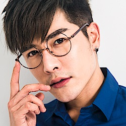 BuyGlasses 復古小臉粗腳架平光眼鏡