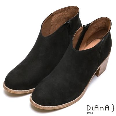 DIANA 經典真皮側拉鍊粗跟短靴-率性經典-黑
