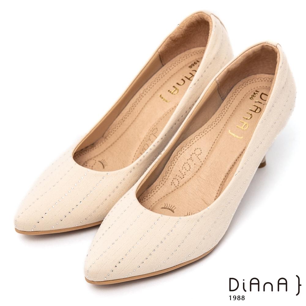 DIANA閃耀流線感水鑽 7公分尖頭高跟鞋-漫步雲端超厚切焦糖美人–米白