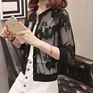 La Belleza蕾絲花朵網紗七分袖開釦小罩衫薄透視感外套