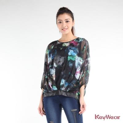 KeyWear奇威名品    時尚黑底渲染印花七分袖上衣-綜合色