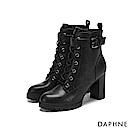 達芙妮DAPHNE 短靴-原色金屬扣帶裝飾綁帶粗跟短靴-黑