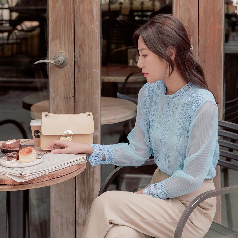 透膚網紗拼接袖氣質蕾絲雕花上衣-OB大尺碼 product image 1