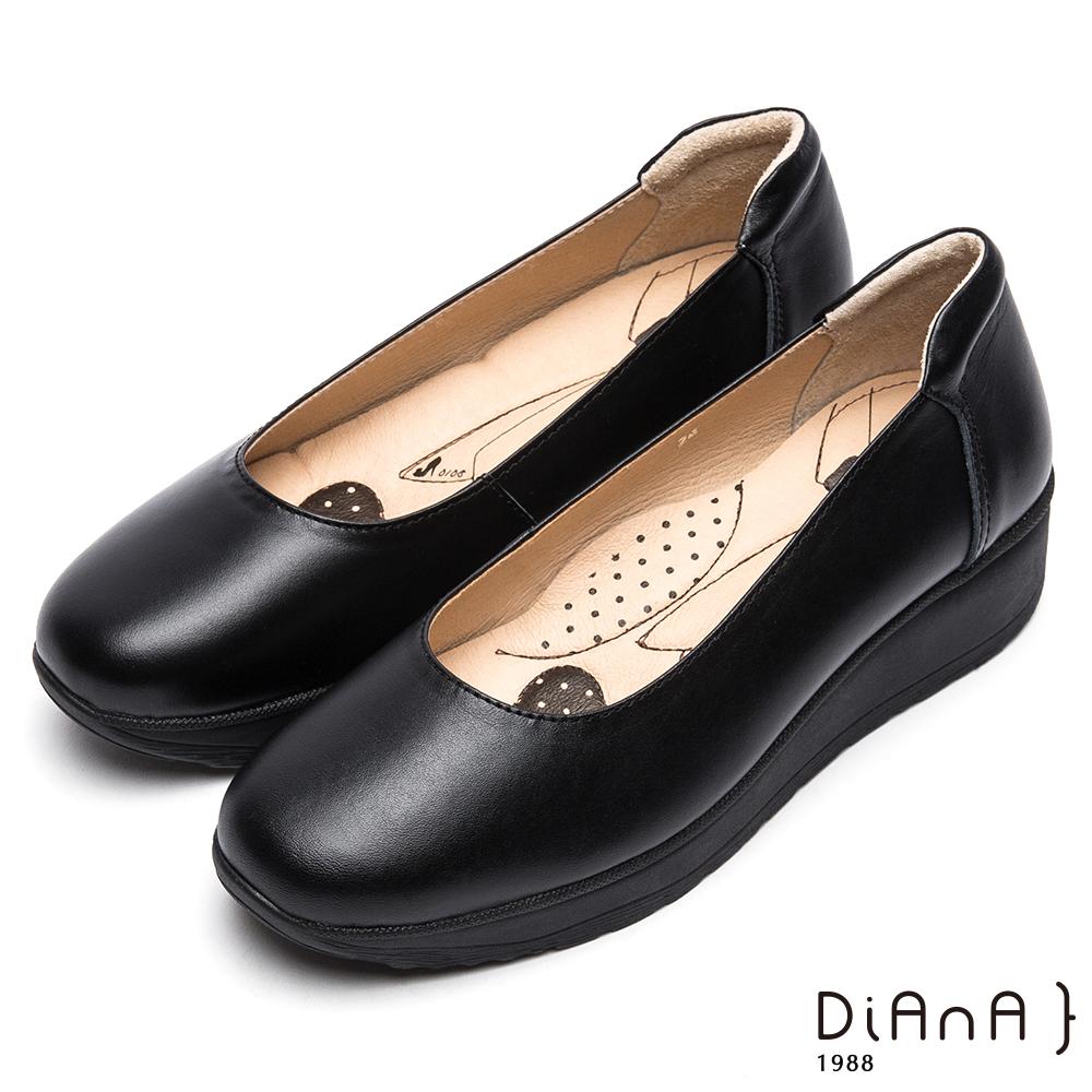 DIANA素面真皮圓頭厚底4.5公分制鞋-漫步雲端超厚切領帶款-黑