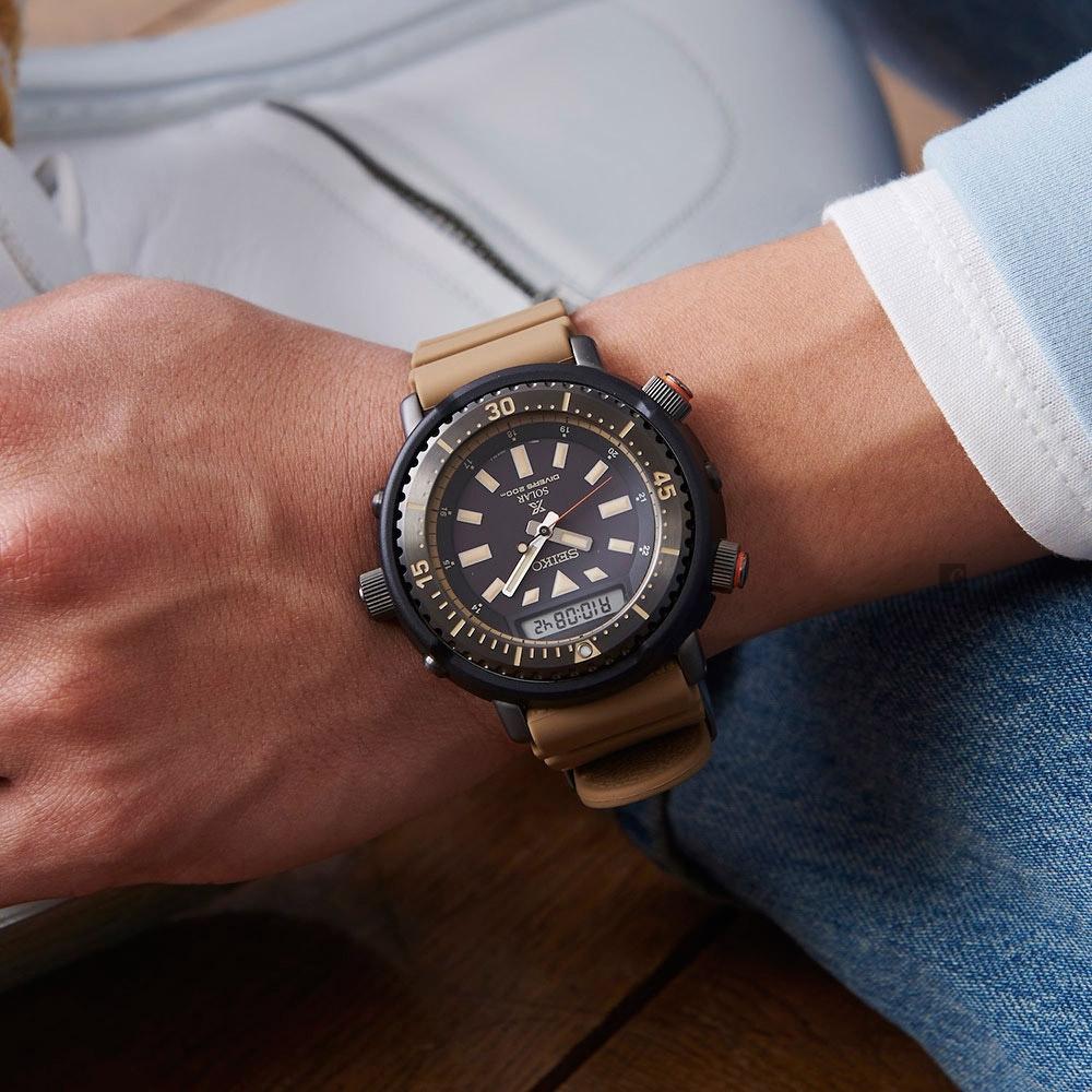 SEIKO精工 PROSPEX 鮪魚罐頭 阿諾太陽能雙顯潛水錶(SNJ029P1)