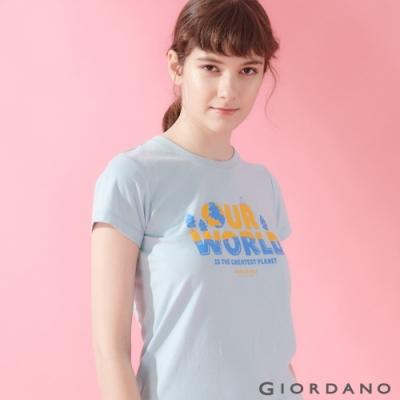 【GIORDANO】女裝DEAR WORLD系列印花T恤-22 夢想藍