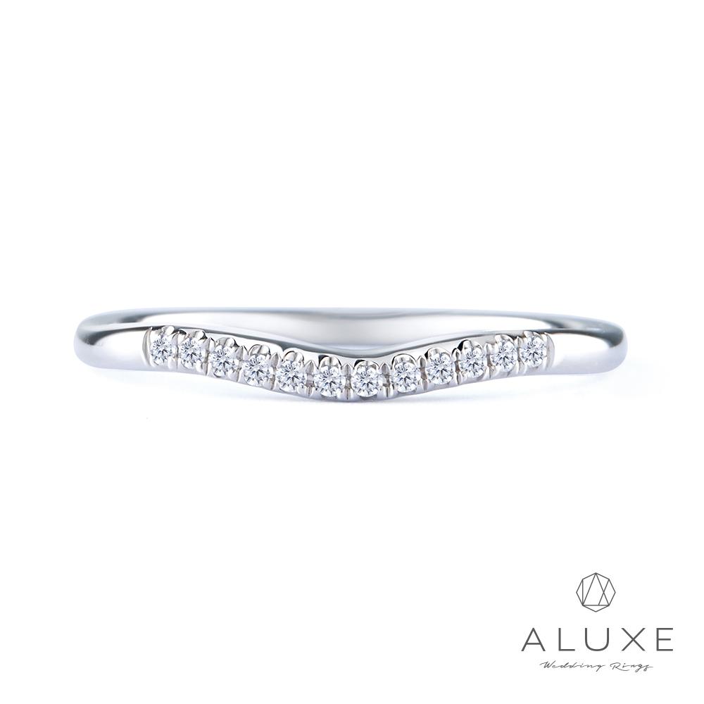 ALUXE亞立詩18K金微V型鑽石線戒