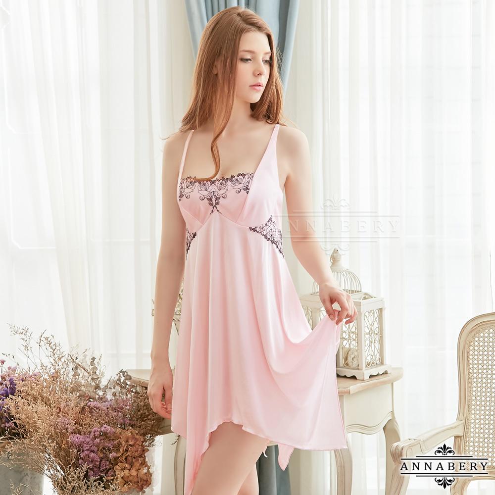 大尺碼 刺繡蕾絲柔緞交叉美背性感睡衣 粉紅 L-2L Annabery