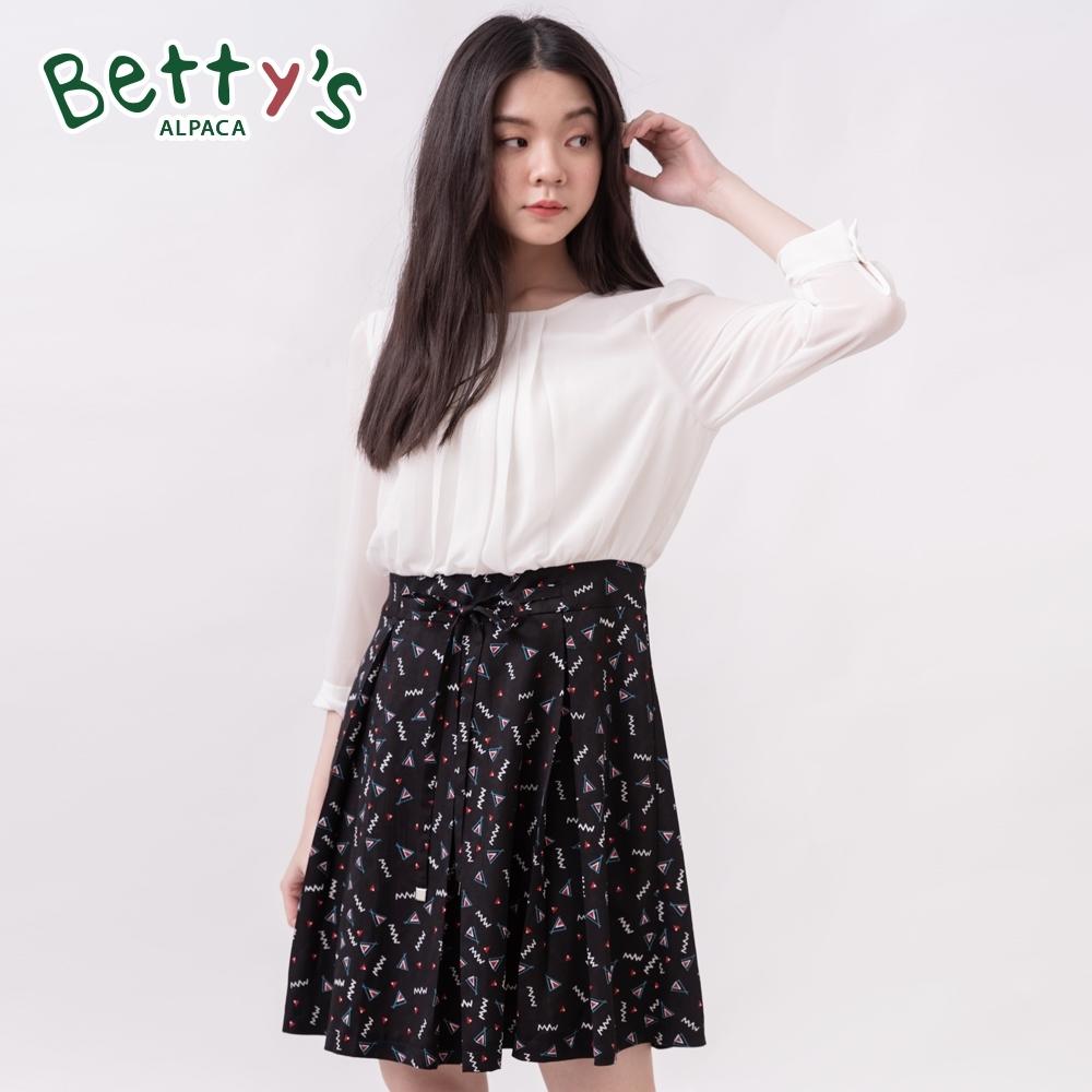 betty's貝蒂思 腰帶壓褶幾何圖形雪紡洋裝(黑色)