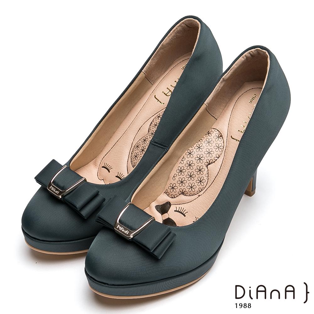 DIANA 漫步雲端瞇眼美人款-米蘭防潑水布蝴蝶結釦飾高跟鞋-灰藍
